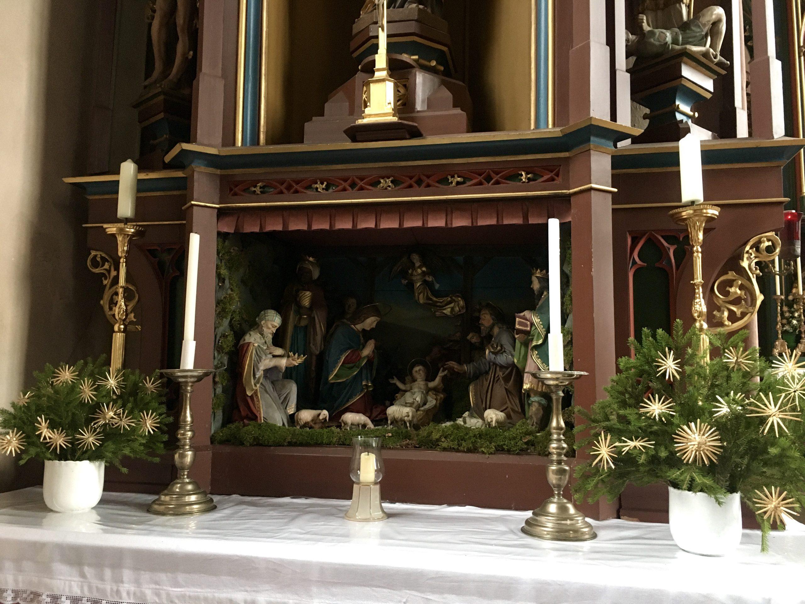 Weihnachtskrippe im Seitenalter - Mariä Himmelfahrt